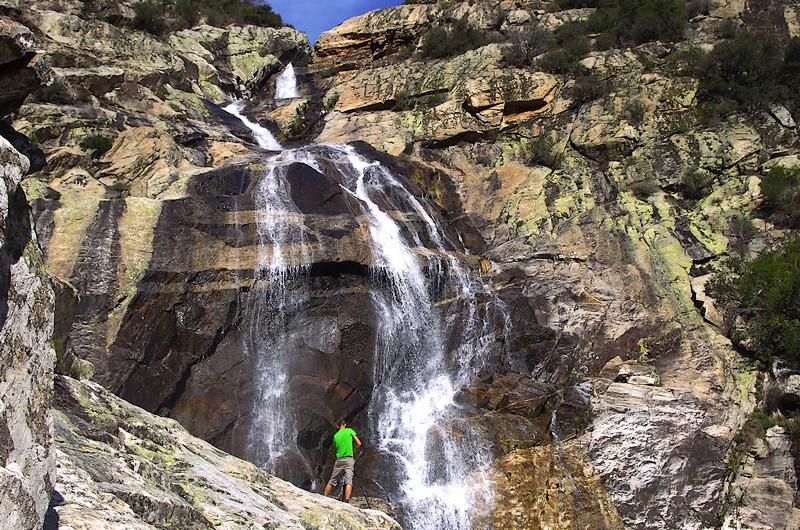 Au pied de la Cascade de l'Albine : l'un des grands moments de cet itinéraire