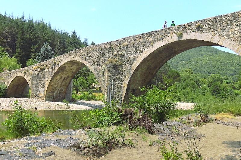 Franchissement du Pont des Camisards, au-dessus du Gardon de Mialet