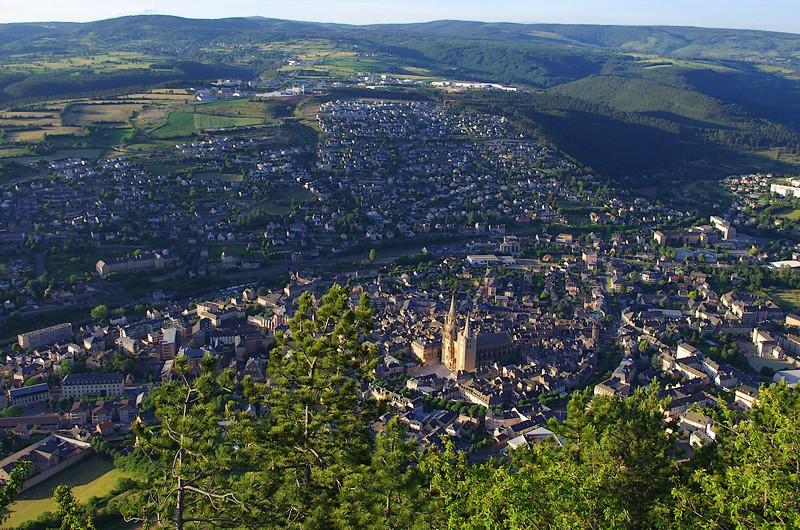 La ville de Mende vue du ciel ou, plus exactement, de la Croix du Mont-Mimat