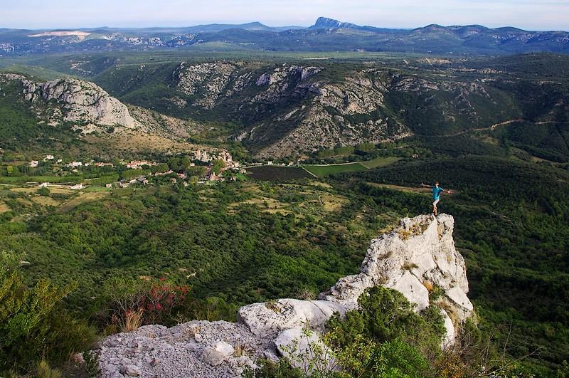 Magnifique Vallée de la Buèges, telle que vous la découvrirez plus tard dans la randonnée, à proximité des falaises du Caylaret