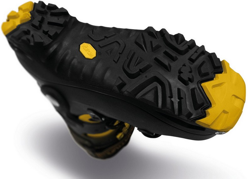 Une chaussure, ça commence par se retourner pour analyser l'un de ses éléments constitutifs principaux : la semelle