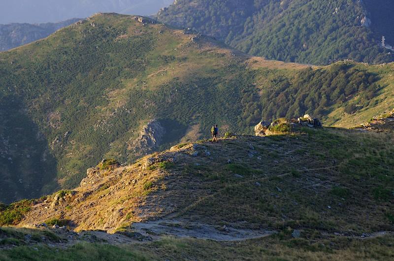 Marche matinale vers le col de Rapari, peu après le départ de la 12ème étape. Et si on doublait l'étape aujourd'hui ? Non, faut pas, c'est pas bien ?