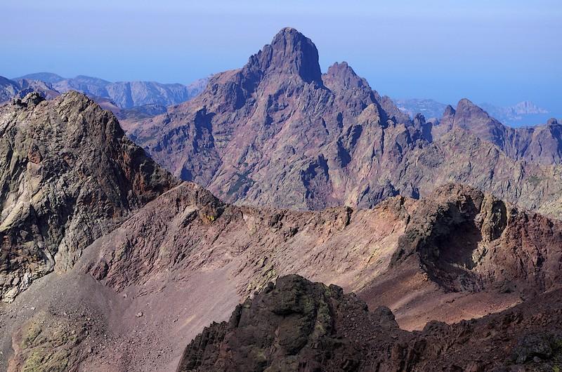 La Paglia d'Orba, probablement le plus majestueux des sommets corses. Un must à faire absolument pour les collectionneurs de belles cimes.