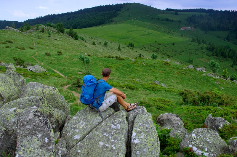 Depuis les Rochers du Steinberg, un superbe point de vue sur le sommet du Petit Ballon. Coup de coeur pour ce secteur !