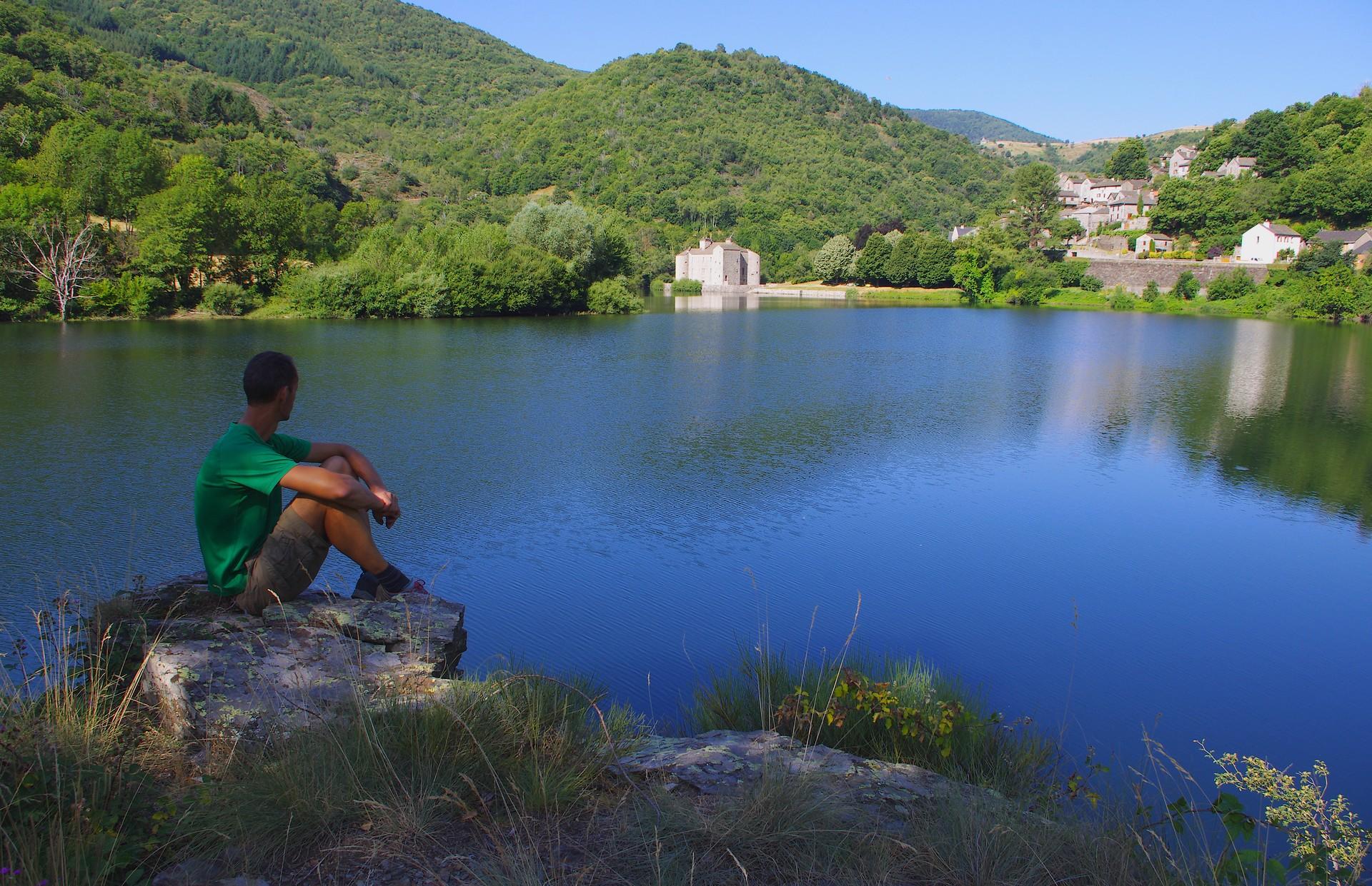 lac de villefort château de castanet